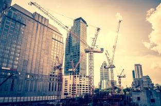 Construction-cranes-shutterstock_227957380
